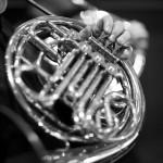 horn spielend