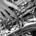 saxophon mit hand sw
